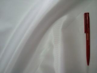 Fehér, kemény taft (2557)