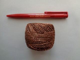Ezüst szállal átszőtt horgolócérna, barna (2722-5)