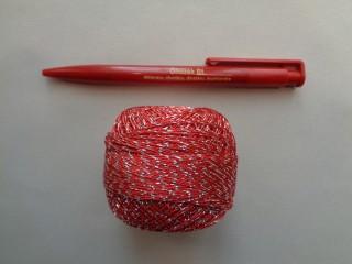 Ezüst szállal átszőtt horgolócérna, piros (2722-10)