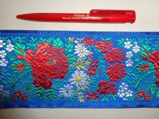 10 cm széles hímzett szalag, kék (2677-3)