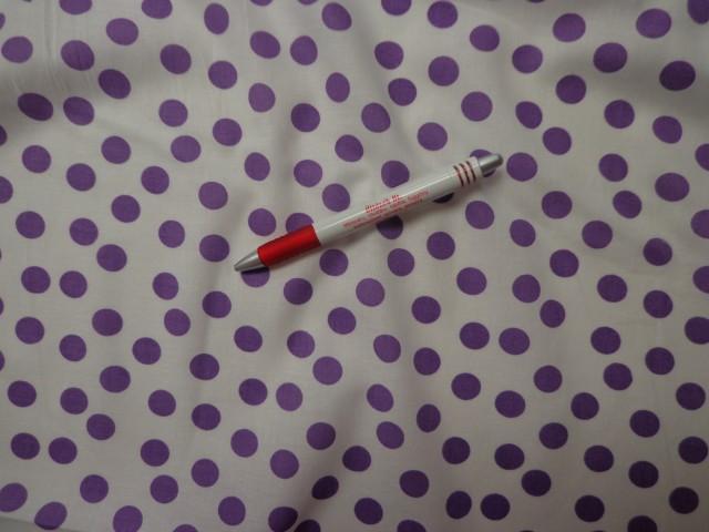 Mintás pamutvászon, fehér alapon lila pöttyös (3845)