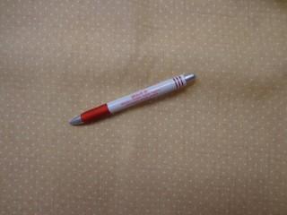 Mintás karton, sárgás-drapp alapon, fehér tűpettyes (3848)
