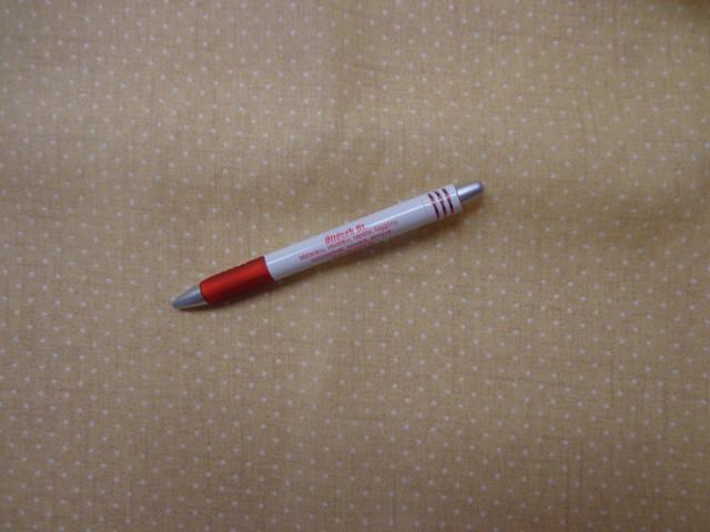 Mintás pamutvászon, sárgás-drapp alapon, fehér tűpettyes (3848)
