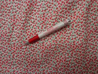 Mintás karton, fehér alapon piros virág (4211)