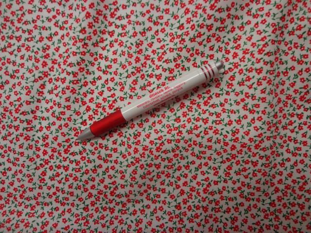 Mintás vászon, fehér alapon piros virág (4211)