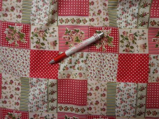Mintás karton, piros pöttyös-kockás-rózsás (4239)
