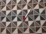 Jackard szövet, drapp-szürke háromszögek (4301)