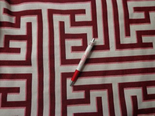 Jackard szövet, bordó-ekrü labirintusos (4301-1)