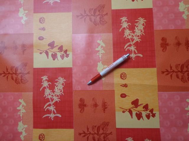 Viaszos vászon, piros-sárga kockába vajszínű-piros minta (4468)