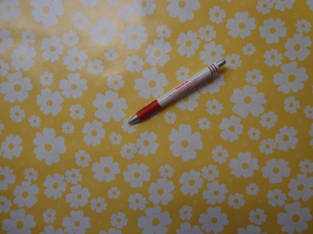 Viaszos vászon, sárga alapon fehér virág (4472)