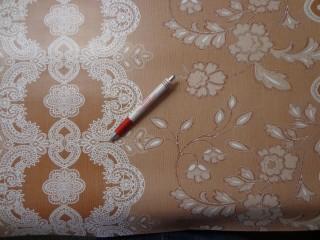 Viaszos vászon, világos barna alapon csipkemintás (4477)