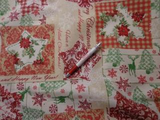 Loneta, karácsonyi vászon, piros-zöld fenyős, csillagos, hópelyhes (5235)