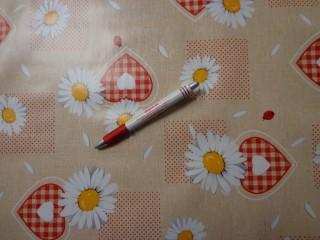 Viaszos vászon, margarétás, piros szíves (5264)