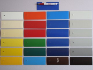 2 oldalon lakkozott PVC ponyva, közép barna (5662)