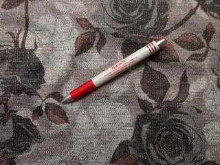 Kötött anyag, szürke-barna rózsás (5783)