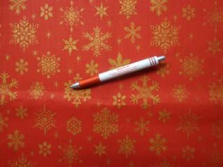 Karácsonyi karton, piros alapon arany hópihés (5842)
