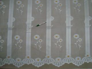 Fehér alapon margarétás mintájú  jacquard függöny, 180 cm magas (6080)