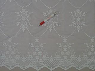 Magában barokk mintás fehér jacquard függöny, 260 cm magas (7186)