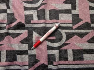Kötött anyag, szürke-rózsaszín mintás  (7337)
