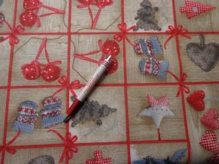 Loneta, karácsonyi vászon, barna alapon piros kockás, mintás (7470)