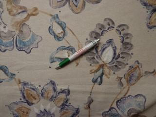 Loneta, drapp alapon, kék virágos, vastag kerti bútor vászon (7721)