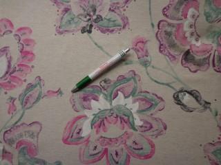 Loneta, drapp alapon, lila-türkiz virágos, vastag kerti bútor vászon (7722)