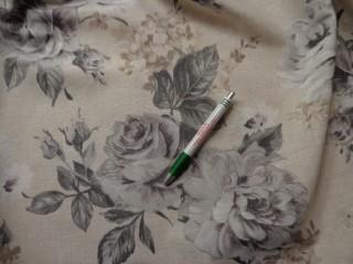 Loneta, szürke rózsás kerti bútor vászon (7752)