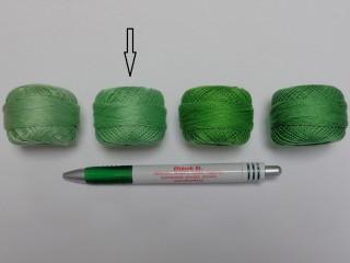 Gyöngy hímzőfonal (perlé), közép zöld (7944-7242)