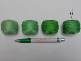 Gyöngy hímzőfonal (perlé), közép zöld (7946-7243)
