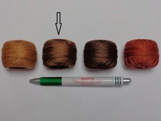 Gyöngy hímzőfonal (perlé), közép barna (7956-7944)