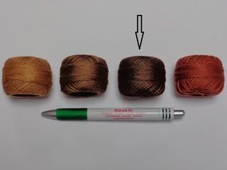 Gyöngy hímzőfonal (perlé), sötét barna (7957-7360)
