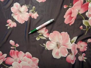 Mintás muszlin, sötétkék-rózsaszín virágos (8078)