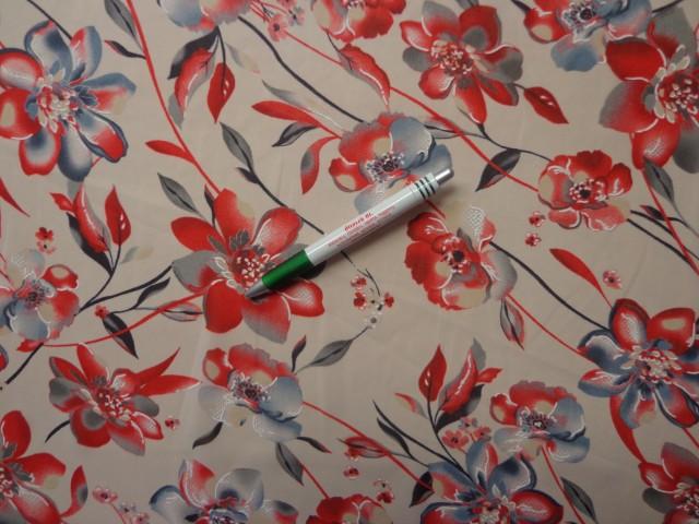 Mintás muszlin, piros-kékes szürke virágos (8080)