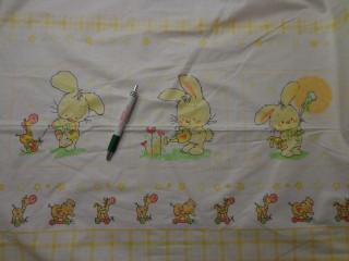 Gyerekmintás pamutvászon, sárga nyuszis, keresztbe mintás (8100)