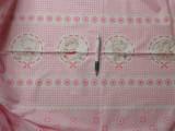Gyerekmintás pamutvászon, rózsaszín alapon macis-virágos, keresztbe mintás (8101)