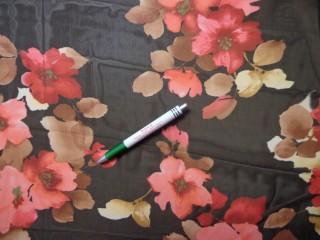 Mintás muszlin, fekete-bordó virágos (8472)