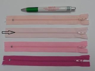 RT0-s, 18 cm hosszú, műanyag, spirál fogú cipzár, halvány rózsaszín (8565)