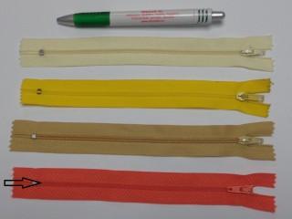 RT0-s, 18 cm hosszú, műanyag, spirál fogú cipzár, lazac (8584)