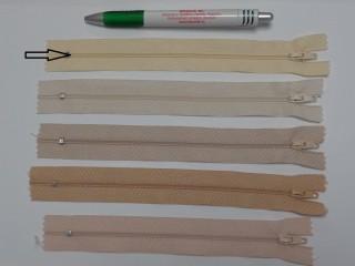 RT0-s, 18 cm hosszú, műanyag, spirál fogú cipzár, krém (8585)