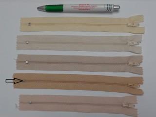 RT0-s, 18 cm hosszú, műanyag, spirál fogú cipzár, homok (8588)