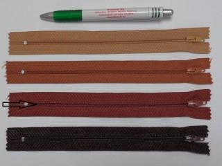 RT0-s, 18 cm hosszú, műanyag, spirál fogú cipzár, közép barna (8592)