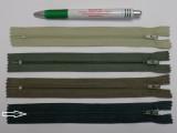 RT0-s, 18 cm hosszú, műanyag, spirál fogú cipzár, méregzöld (8607)