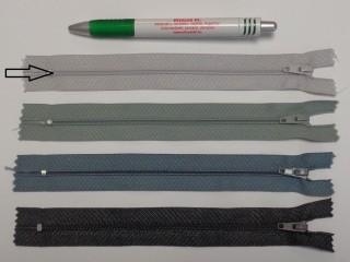 RT0-s, 18 cm hosszú, műanyag, spirál fogú cipzár, világos szürke (8608)