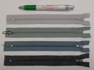 RT0-s, 18 cm hosszú, műanyag, spirál fogú cipzár, zöldes szürke (8609)