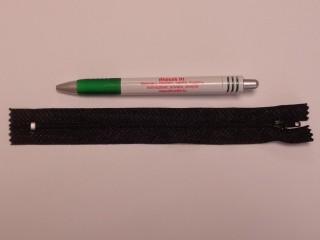 RT0-s, 18 cm hosszú, műanyag, spirál fogú cipzár, fekete (8613)