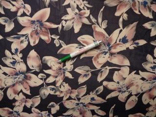 Mintás muszlin, kék alapon mályva virágos (8925)