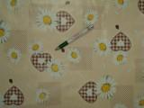 Viaszos vászon, margarétás, barna szíves (9187)