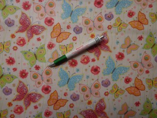 Gyerekmintás pamutvászon, színes pillangós (9280)