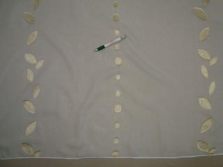Fehér alapon pöttyös-leveles félorganza  függöny, 300 cm magas (9299)