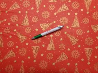 Karácsonyi mintás karton, piros alapon arany fenyőfák-hópelyhek (9437)